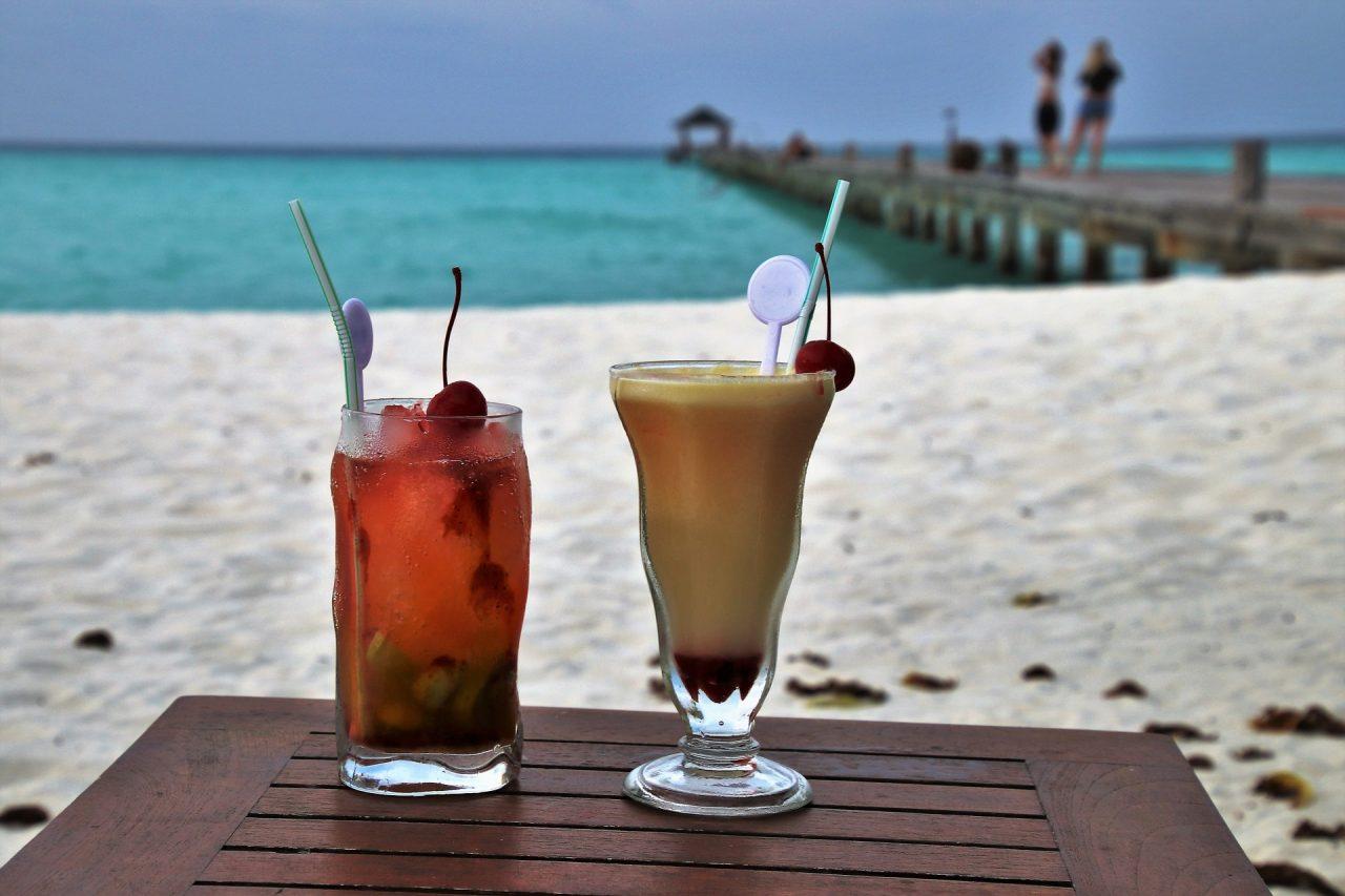 Τέλος εποχής σε καλαμάκια και αναδευτήρες ποτών