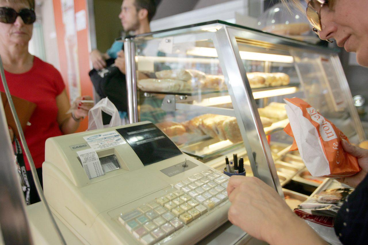 Απευθείας κατάσχεση εισπράξεων από την ταμειακή μηχανή – Σκληρό ή αναγκαστικό μέτρο;
