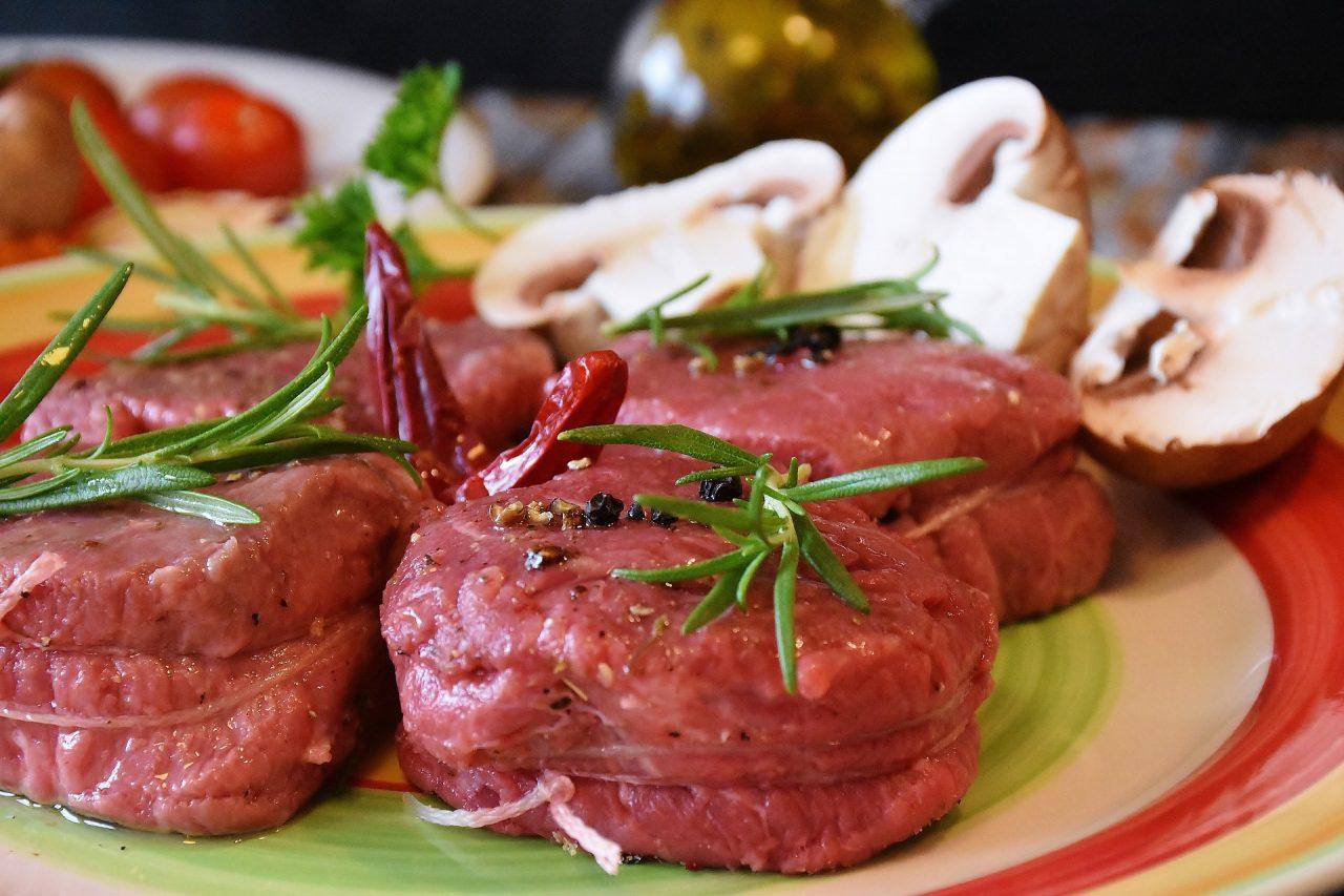 Μεγάλο σκάνδαλο υγιεινής στη Βρετανία: το 1/5 κρέατος σε εστιατόρια εντοπίστηκε με «λάθη ετικέτας»