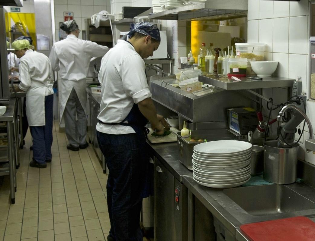 «Βροχή» από ελέγχους και πρόστιμα στην εστίαση αναδεικνύουν τα προβλήματα της Ελληνικής οικονομίας