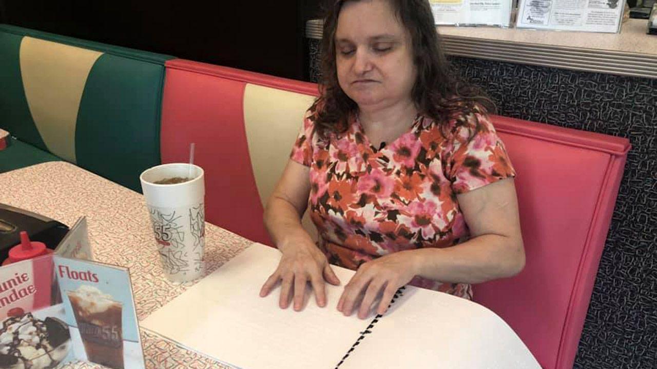 Υποχρεωτικοί οι τιμοκατάλογοι σε γραφή Braille σε όλα τα καταστήματα εστίασης