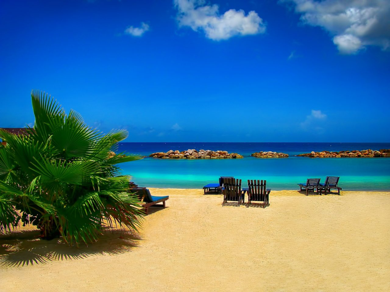 Ηλεκτρονικό «σφυρί» για δύο παραλίες