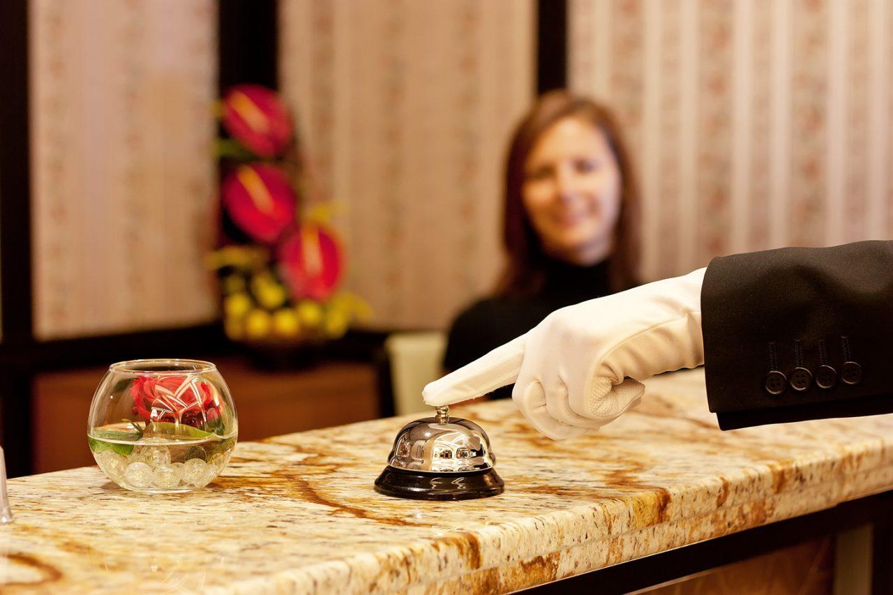 Σκάνδαλο με την 7ήμερη εργασία: «πιάνει» και για τους ξενοδοχοϋπαλλήλους με υπογραφή Αχτσιόγλου