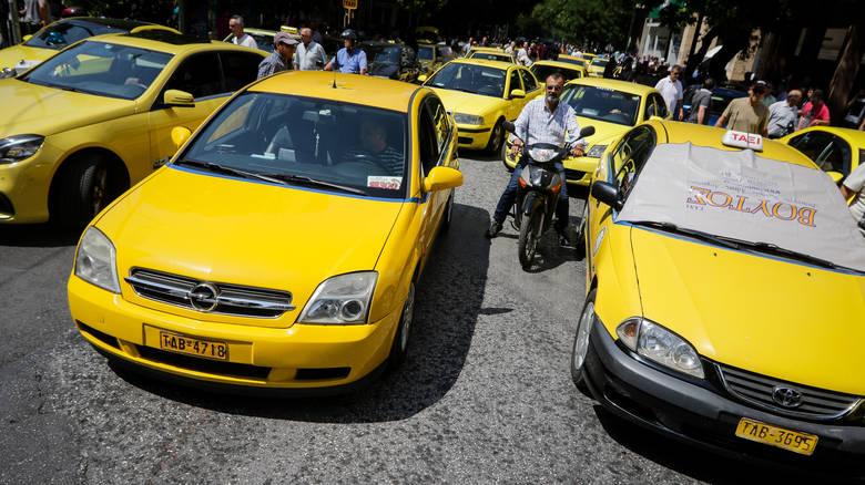 Η «σκλαβιά» των ταξί: 60% των οδηγών δουλεύει επτά μέρες την εβδομάδα!