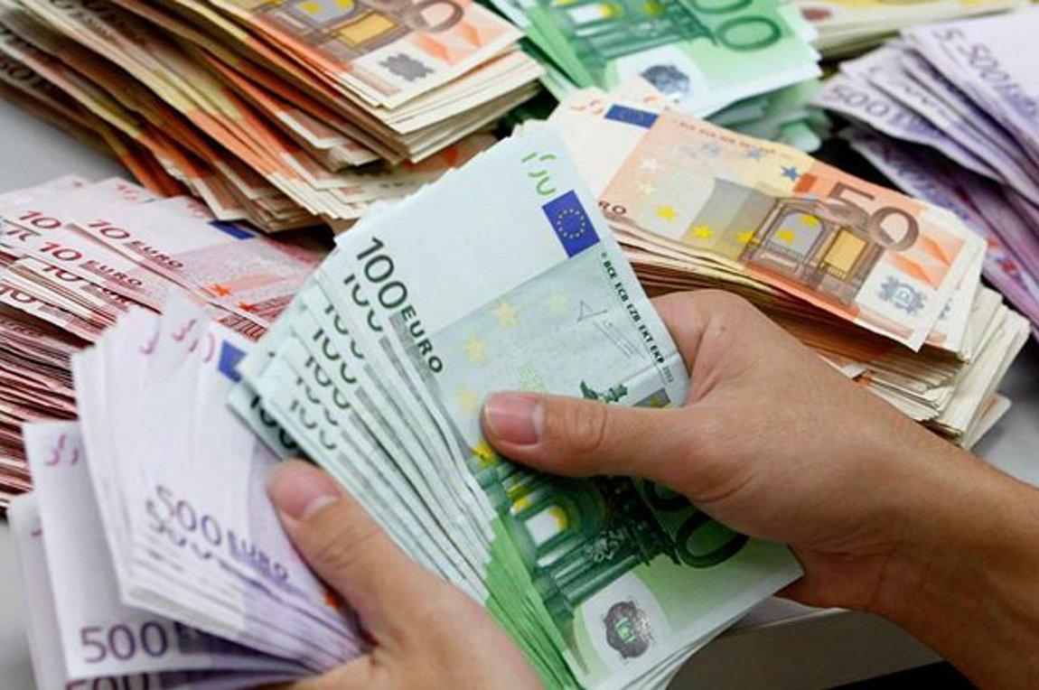 Συντάξεις-επιδόματα: Ποιοι πάνε ταμείο στις επόμενες 15 μέρες