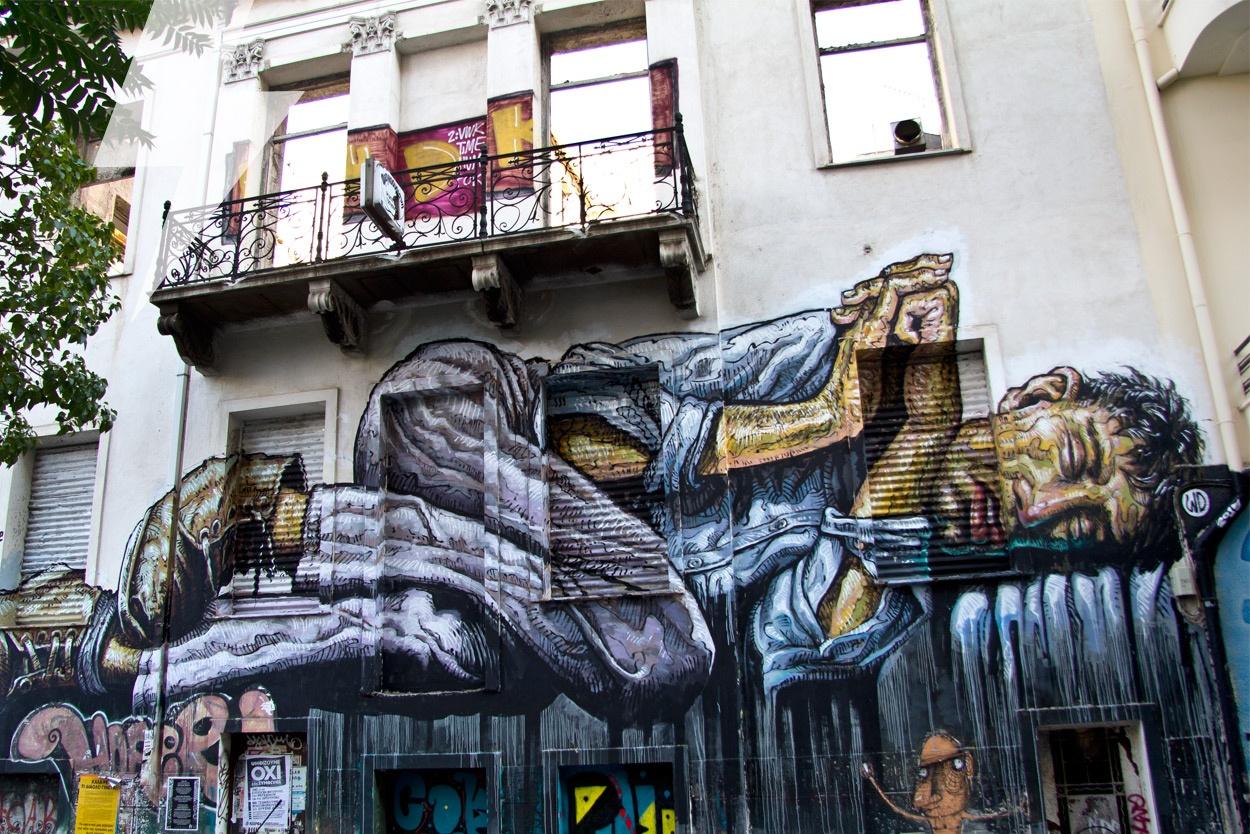 «Άστεγοι» οι Έλληνες λόγω… Airbnb!