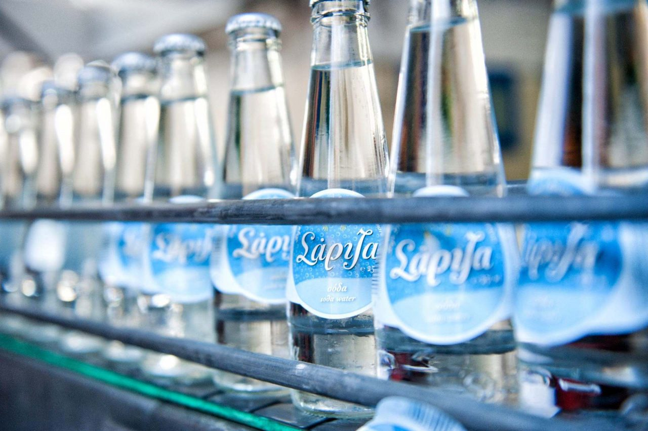 Εμφιαλωμένο νερό ΣΑΡΙΖΑ: προσωρινή αναστολή λειτουργίας λόγω χαμηλού επιπέδου υγιεινής