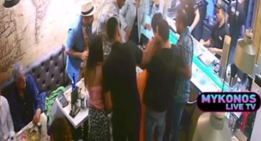 Υπάλληλος σουβλατζίδικου σώζει τουρίστρια από πνιγμό! (ΒΙΝΤΕΟ)