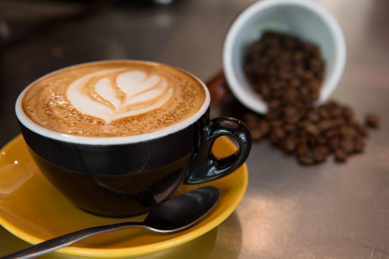 Έρχεται μείωση του ειδικού φόρου κατανάλωσης στον καφέ