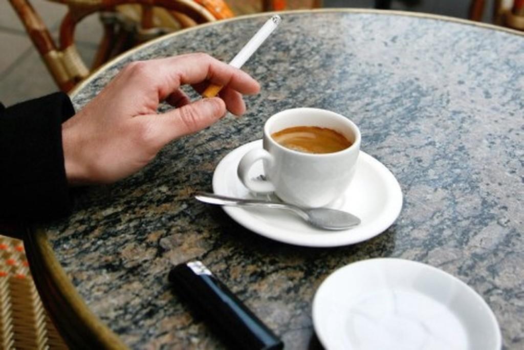 Καταγγελία πελάτη σε καφέ στη Λαμία για κάπνισμα: πρόστιμο σε καπνιστή και επιχείρηση