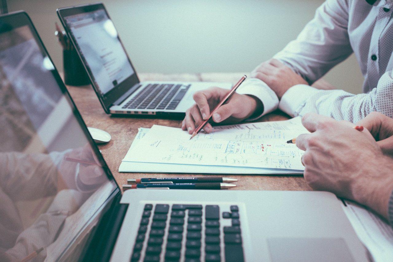 Επισπεύδονται οι διαδικασίες αδειοδότησης των επιχειρήσεων