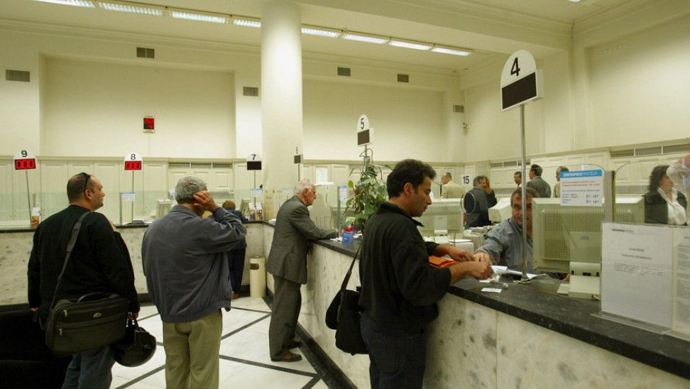 Τράπεζες: Τέλος οι ουρές στον γκισέ – ΜΟΝΟ για συναλλαγές άνω των 400 ευρώ
