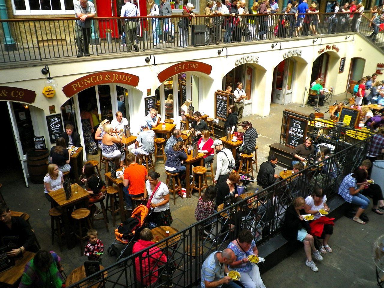 Κοροναϊός: Κανόνες πρόληψης όταν επισκεπτόμαστε καφέ και εστιατόρια