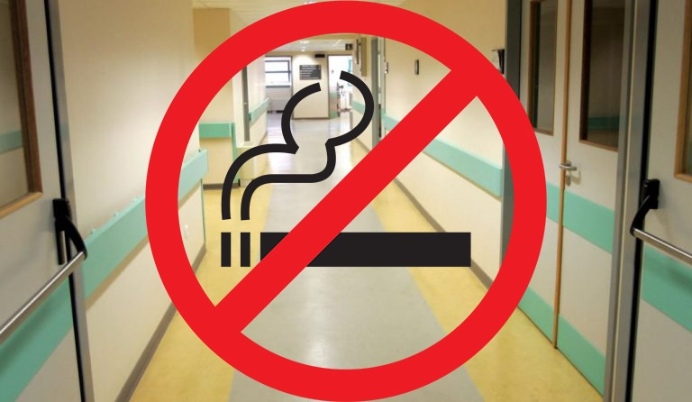 Κάπνισμα σε νοσοκομεία: η τραγική ειρωνεία με τον αντικαπνιστικό