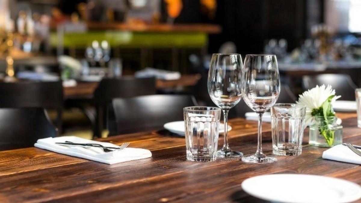 Εστίαση: Tα μέτρα για τρόφιμα, πελάτες, προσωπικό και delivery - Oδηγός του ΕΦΕΤ