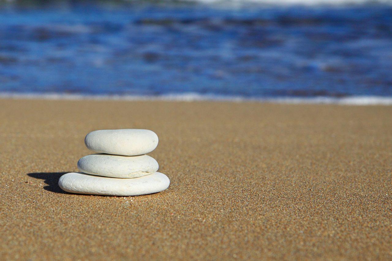 Μεταδίδεται ο κορωνοϊός από την άμμο και τη θάλασσα; - Οι ειδικοί απαντούν