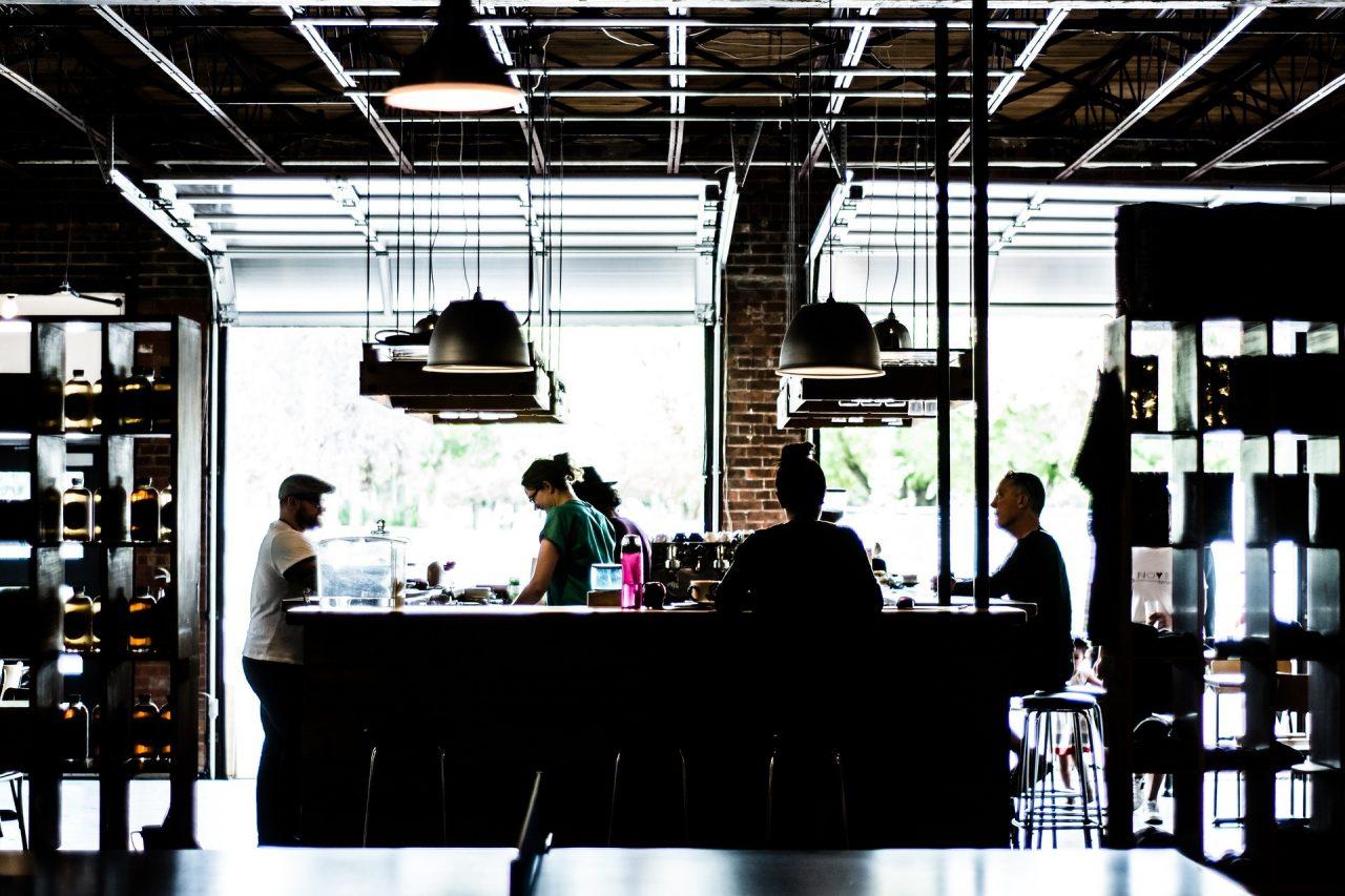 Κορωνοϊός: Ξεκρέμαστοι επιχειρηματίες και εργαζόμενοι στην εστίαση