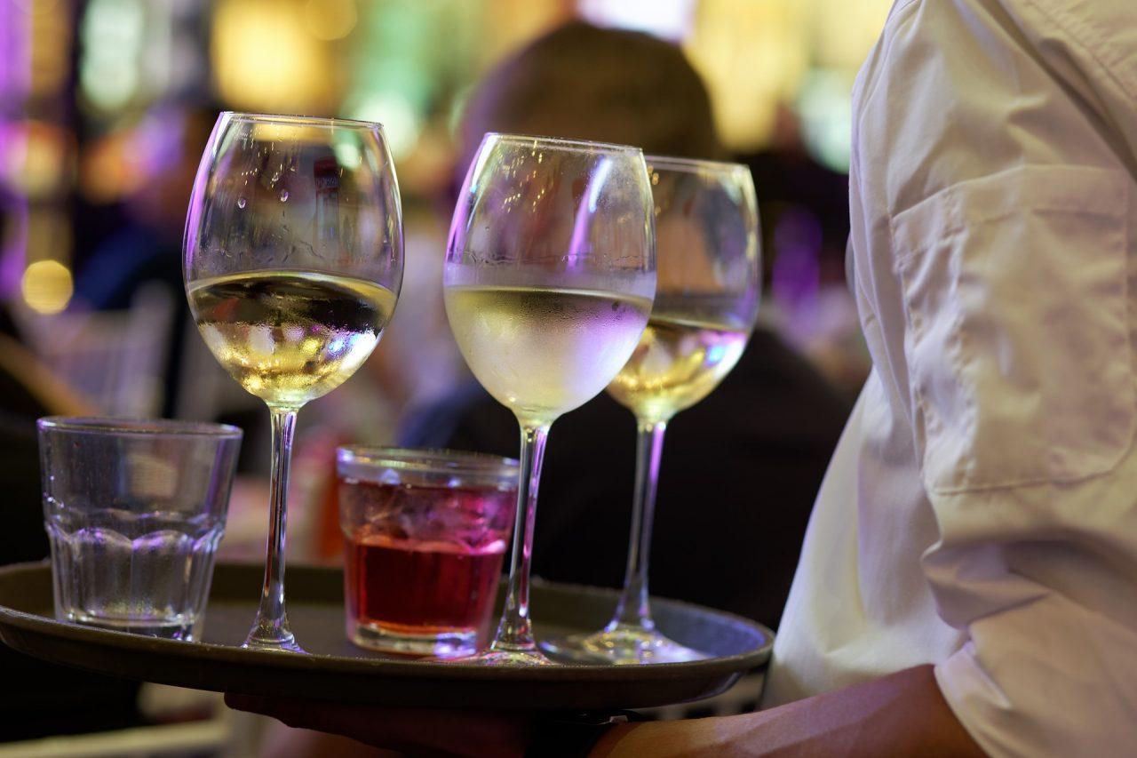 Εστίαση: Πώς θα παραγγέλνουμε στους σερβιτόρους από Δευτέρα
