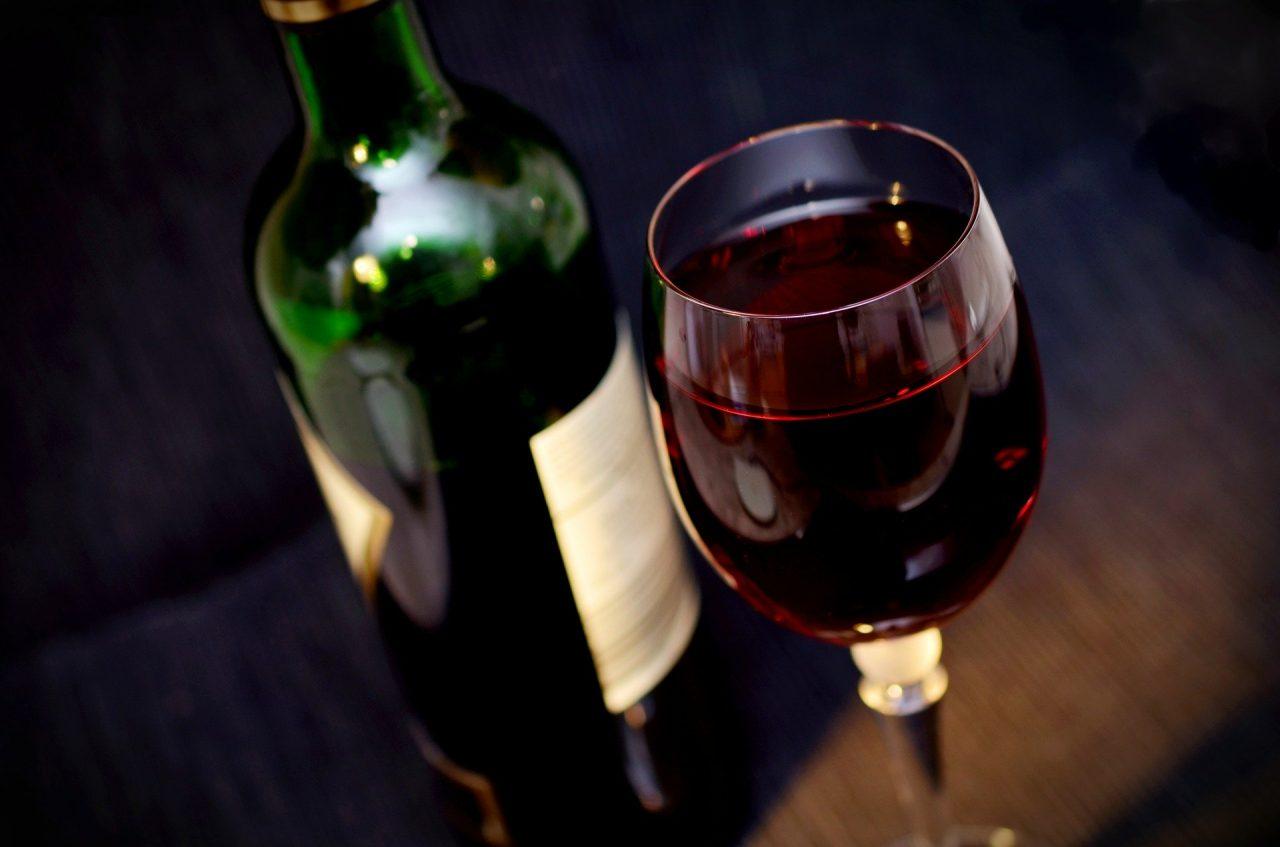 Η πανδημία άφησε στις... αποθήκες το ελληνικό κρασί