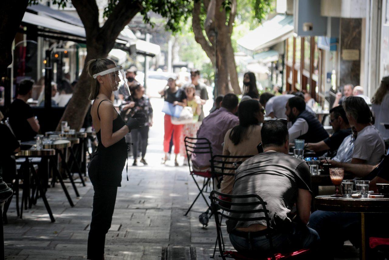 Θεσσαλονίκη: νέα καμπάνα σε καφετέρια για μη χρήση μάσκας