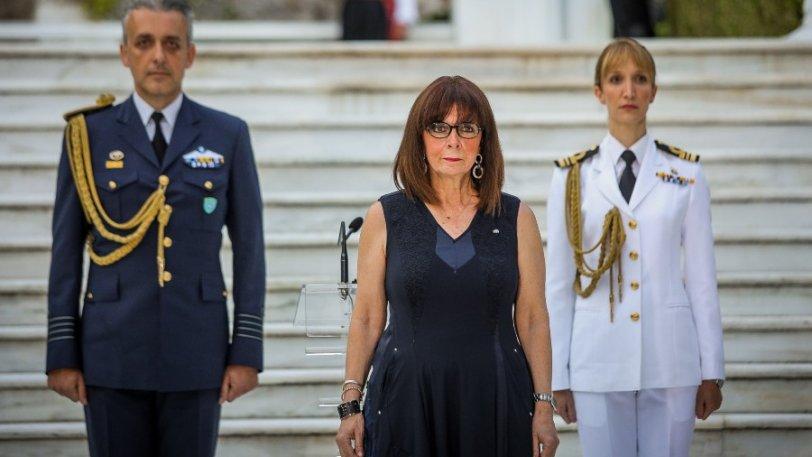 Κίνηση με νόημα: η Πρόεδρος της Δημοκρατίας κάλεσε στο Μέγαρο ντελιβεράδες, υπάλληλους σούπερ μάρκετ και όχι μόνο
