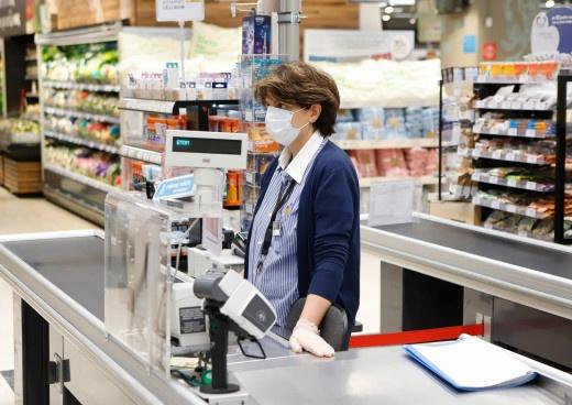 Έκτακτα μέτρα για τον κορωνοϊό: Υποχρεωτική χρήση μάσκας σε τράπεζες, φούρνους, κομμωτήρια