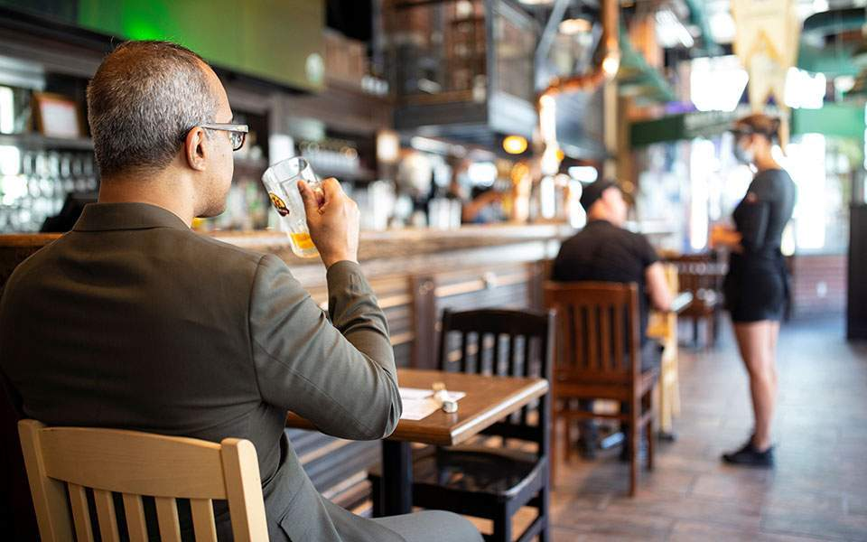 Ν. Παπαθανάσης: Ενδεχόμενα νέα μέτρα σε μπαρ και εστίαση