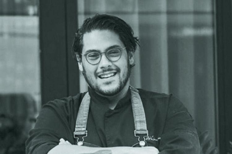 Αθηναγόρας Κωστάκος: Έξω η ελληνική κουζίνα είναι «very hot»   «Πηγή: https://www.athensvoice.gr/taste/686016_athinagoras-kostakos-exo-i-elliniki-koyzina-einai-very-hot»