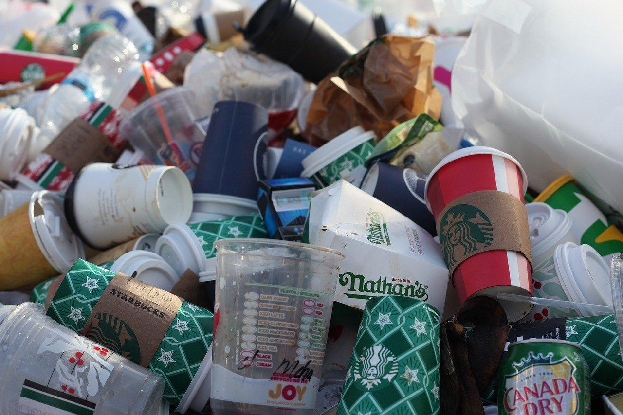 Τα 10 πλαστικά αντικείμενα καθημερινής χρήσης που καταργούνται