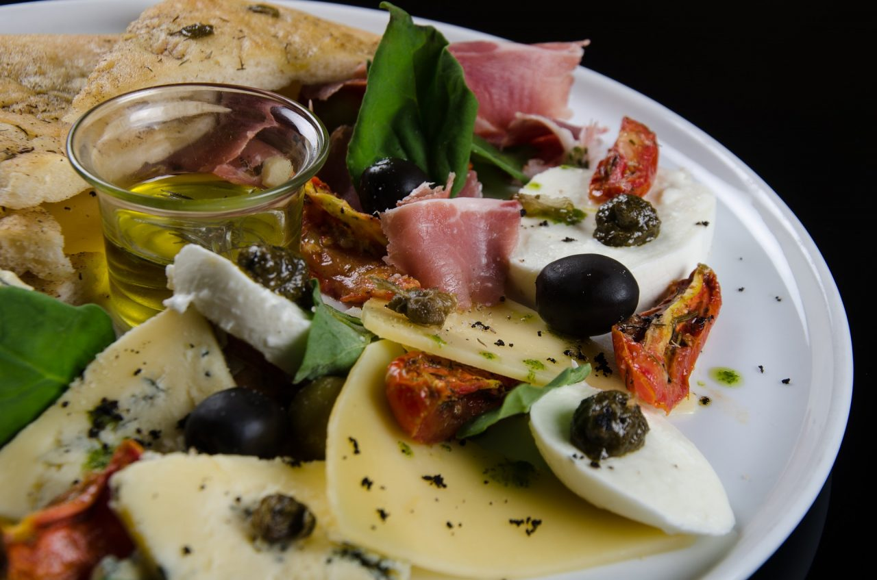 foccacia-with-olives-3411868_1920-1280x847.jpg