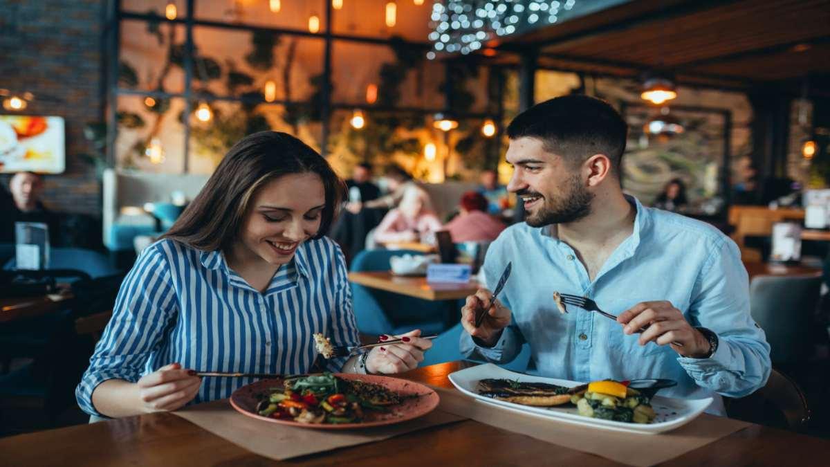 restaurant-couple-eating.jpg
